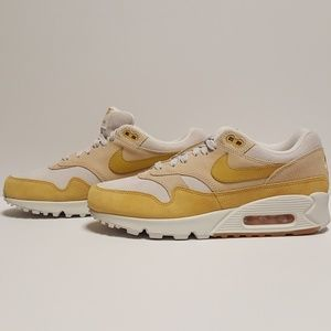 outlet store 2cd6f b28fe Nike Shoes - Women's Nike Air Max 90/1 Size 9.5 Guava Ice Shoes